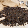 Black tea pile, wooden scoop, teapot - Foto de Stock  
