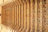 金装飾の歴史的な教会の天井 — ストック写真