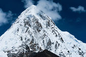 Pumori and Kala Patthar mountains in Himalayas — Stock Photo