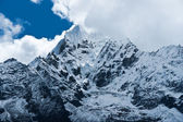 Thamserku пик в гималаях, непал — Стоковое фото