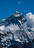 Pico de la montaña everest o sagarmatha - cima del mundo — Foto de Stock