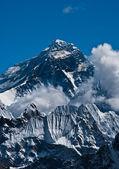 Vrchol hory everest nebo sagarmatha - začátek světa — Stock fotografie