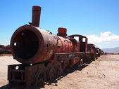 Rusty old steam locomotive and train in the desert — Stock Photo
