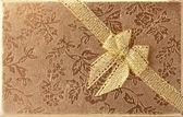 Gouden diagonale lint op folie — Stockfoto