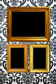 Gold frame on vintage wallpaper background — ストック写真
