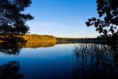 Een prachtige zonsondergang in lake — Stockfoto