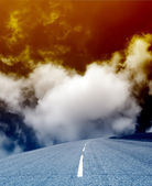 An empty highway on a background of dense clouds — Stock Photo