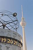 Weltzeituhr na alexanderplatz w Berlinie — Zdjęcie stockowe