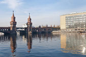 Le pont d'oberbaumbrucke à berlin, allemagne — Photo