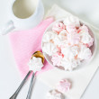 White and pink meringues — Stock Photo