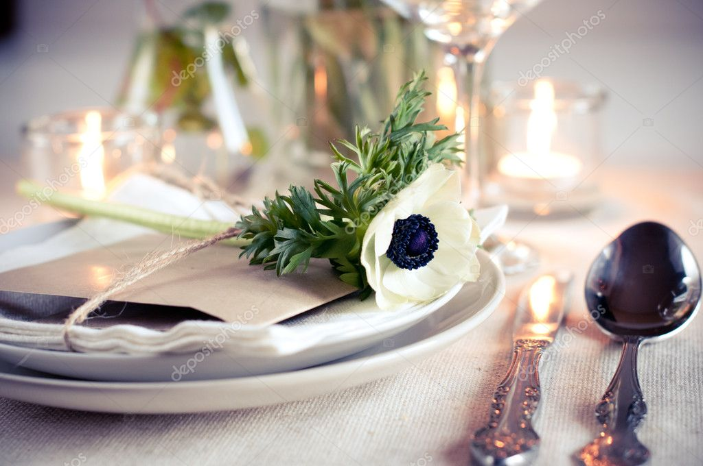 Holiday table setting with white flowers and candles — Zdjęcie stockowe #9855071