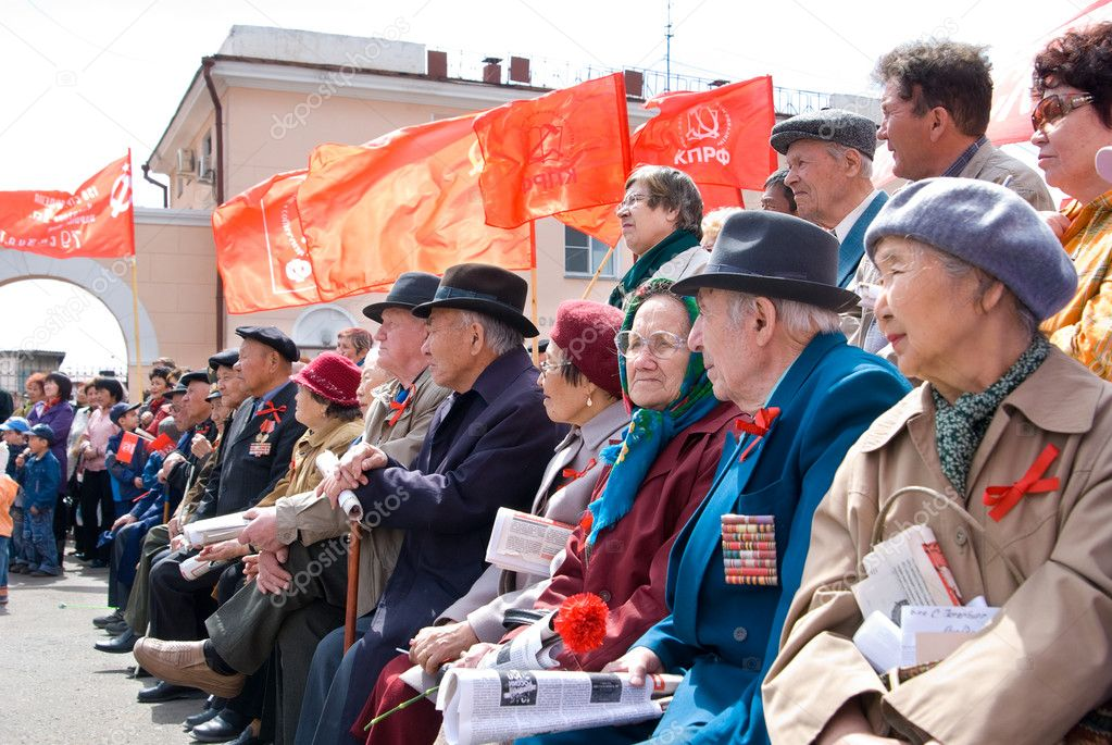 ULAN-UDE, RUSSIA - MAY 1: Communists gathered at Revolution Square on annual Labour Day, May, 1, 2009 in Ulan-Ude, Buryatia, Russia. — Stock Photo #8019529