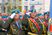 Paratroopers at parade — Stock Photo