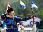 Mongolian woman archer — Stock Photo