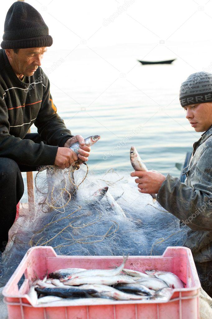 слушать рыбака достала