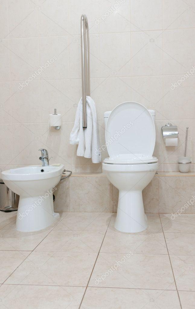 Toilet en bidet stockfoto iryna rasko 8124745 - Moderne toiletfotos ...
