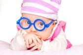 Portret van grappige baby met glazen — Stockfoto