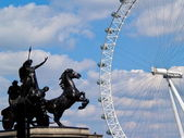 London Eye And Monument — Stock Photo