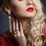 schöne modische Frau im roten Kleid — Stockfoto #10573508