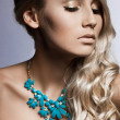 Beautiful fashionable woman with jewellry — Stockfoto