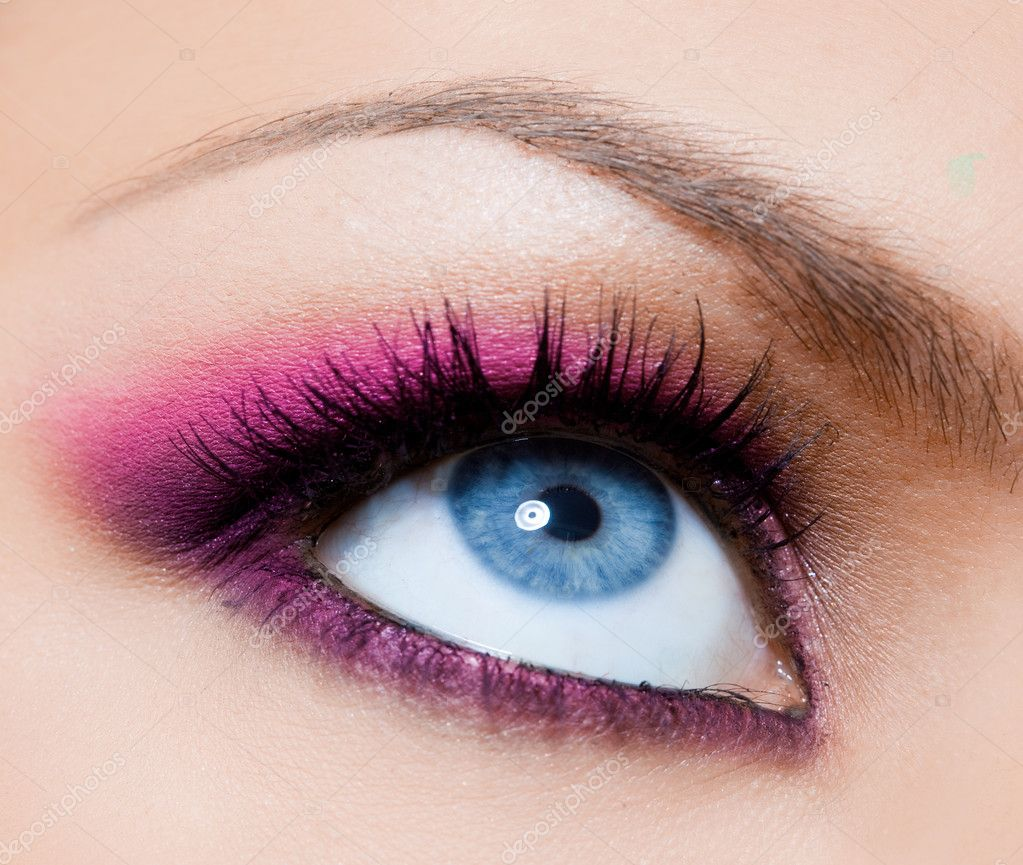 Close-up of beautiful womanish eye — Stock Photo #10573602