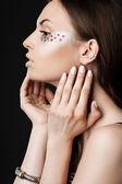 Elegant fashionabla kvinna med sytillbehör — Stockfoto