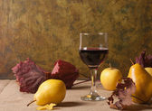 Red wine and fruit — Stock Photo
