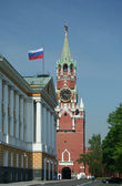 Kremlin tower with russian flag — Stock Photo