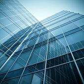 Siluetas de cristal moderna de rascacielos en la noche — Foto de Stock