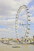 London eye och floden themsen i london — Stockfoto
