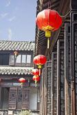 Farolillos chinos en una casa — Foto de Stock