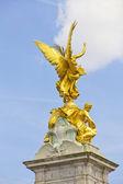 Golden angel in the Queen Victoria Memorial — Stockfoto