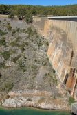 Stora dammen vägg i bimont park, provence, frankrike — Stockfoto