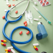 Stethoscope and pills — Stock Photo