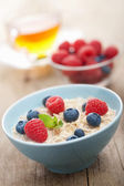 Porridge with fresh berries — Stock Photo