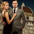 Retro couple against Duomo cathedral, Florence. — Stock Photo