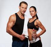 Atletický muž a žena — Stock fotografie