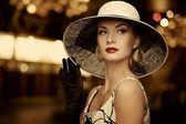 Mujer con sombrero — Foto de Stock