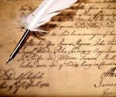 Glazen en inktpotje op een oude brief — Stockfoto