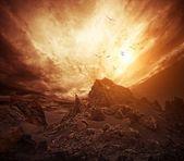 Cielo dramático sobre las rocas — Foto de Stock