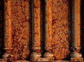 Parete di marmo con colonne — Foto Stock