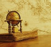 Globe and vintage book — Stock Photo