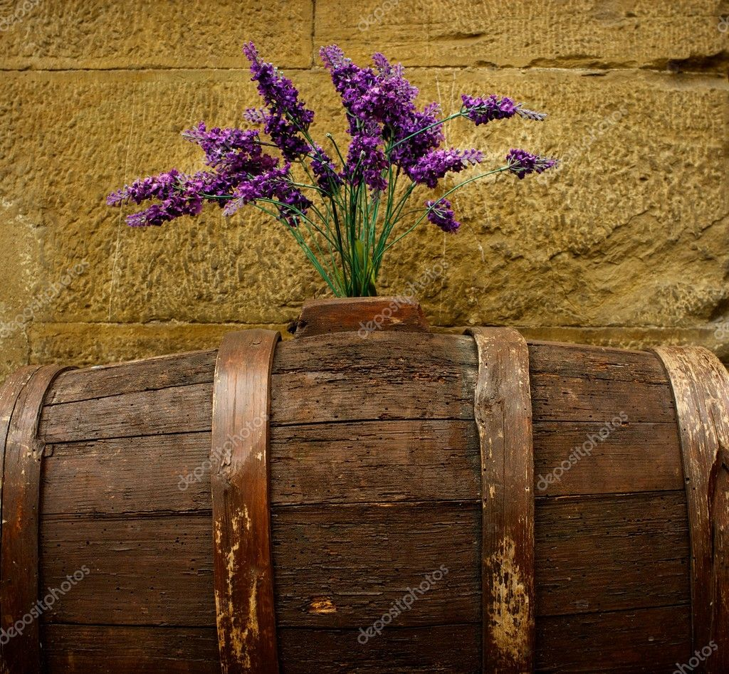 Purple flowers on old barrel. — Stock Photo #10213370