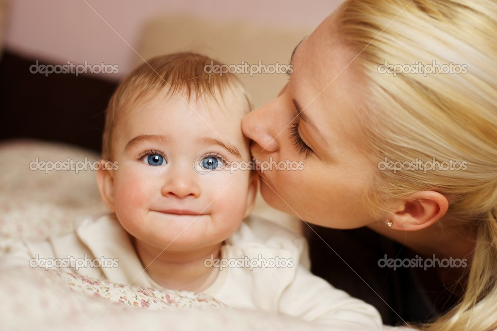 Mother with her adorable baby — Stockfoto #8602812