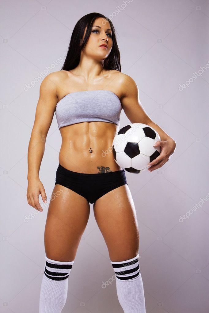Weiblichkeit in Kombination mit stahlharten Muskelbergen