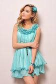 Preciosa rubia en vestido azul, — Foto de Stock