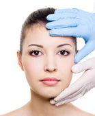Tratamento de beleza do rosto de mulher — Fotografia Stock