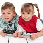 feliz menina e menino, um jogo de vídeo — Foto Stock