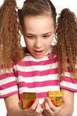 Menina com caixa de presente — Foto Stock