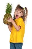 Bambina con ananas — Foto Stock